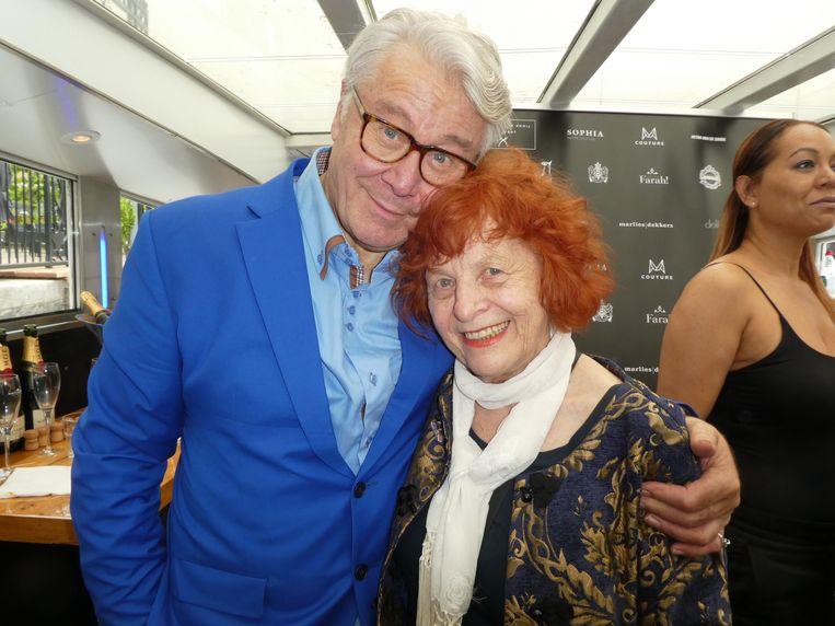 Phia Baruch (Couturekrant) en ambassadeur Barrie Stevens: