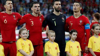 Nieuwe trend? Dit is de smaakvolle reden waarom Ronaldo zich tijdens het volkslied zijwaarts draaide