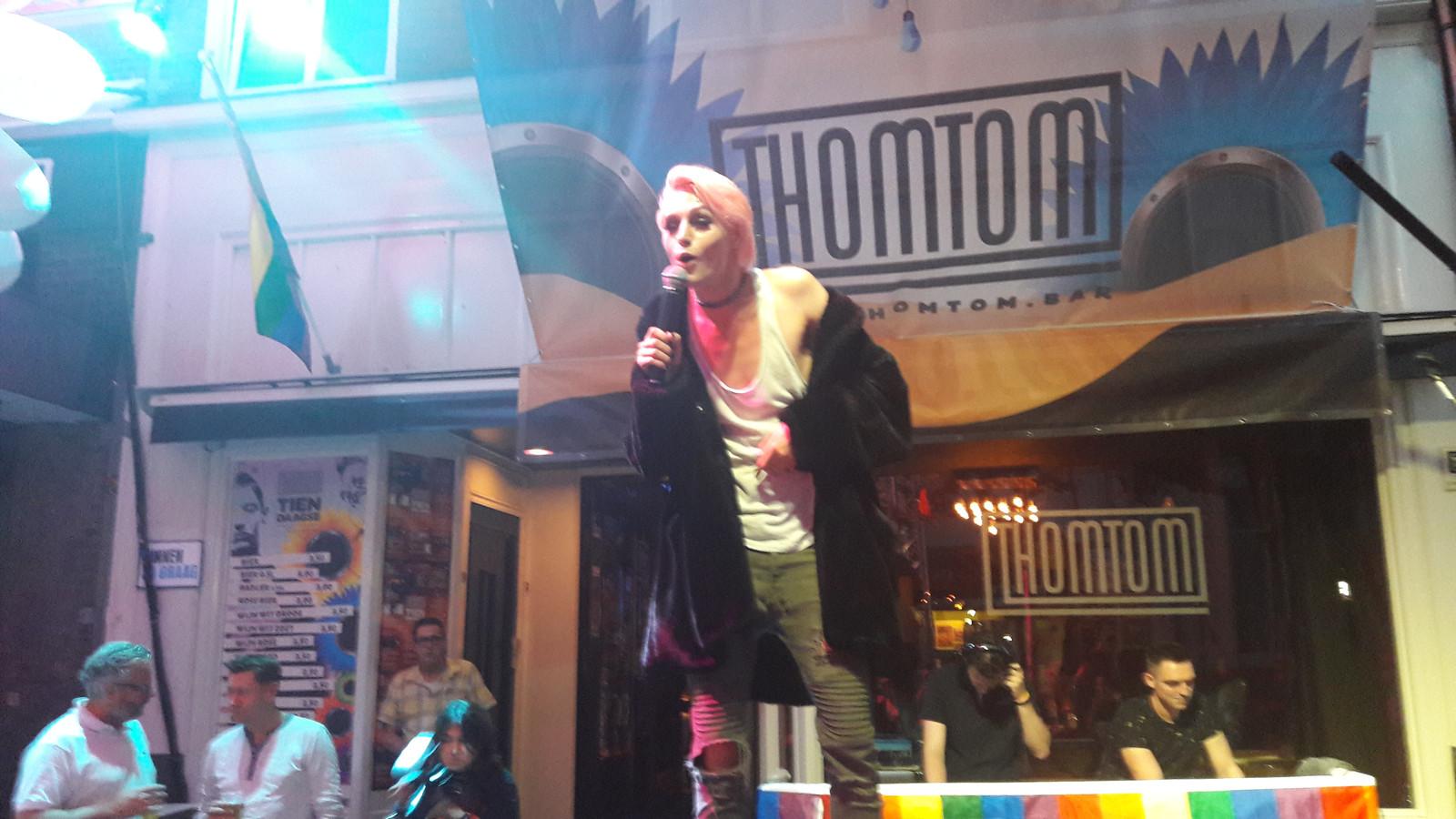 Ferry de Ruijter op het podium voor Thomtom.