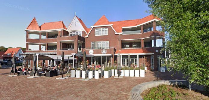 Restaurant de Dis aan het plein bij de strandovergang Dishoek.