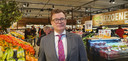 Peter Isaac, CEO van Jumbo in België, in de versafdeling.