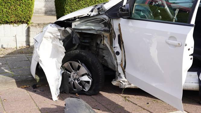 Automobiliste gewond bij botsing met vrachtwagen in Rijen