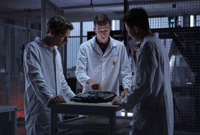Ingenieurs aan het werk in de laboratoria van Prodrive.