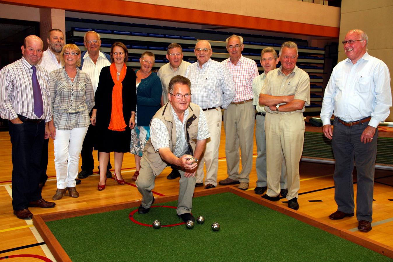 Robert Verhelst op een foto van 2010, toen hij als voorzitter van de seniorenraad de indoorpetanque in Aalter mocht openen.