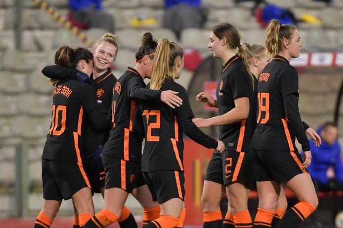 De Leeuwinnen na een goal tegen België.