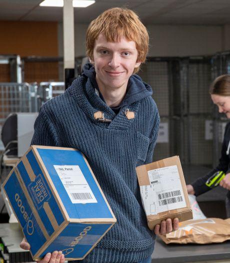 Jorik (20) werkt 'kneitergoed' in zijn nieuwe baan: 'We hebben geen omkijken naar Hal 1'