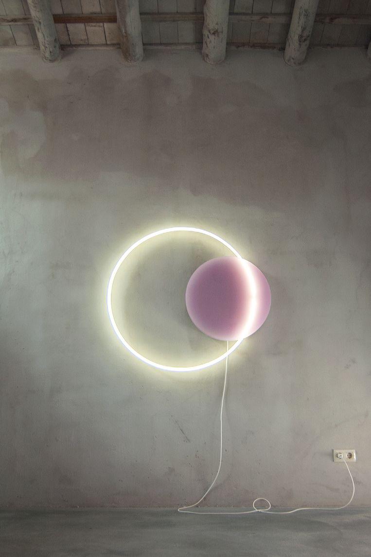 Liefde voor neon: 'Voie Light' in Palau de Casavells in Girona. Beeld RV