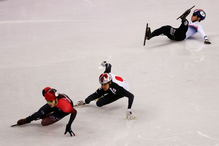 Short-track speedskaters in the Gangneung Ice Arena at the Olympic Winter Games. Beeld Getty Images