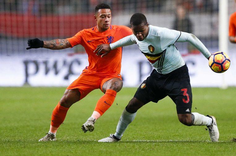 Memphis Depay van het Nederlands elftal in actie tegen Christian Kabasele van België tijdens een oefenduel ter voorbereiding op een WK-kwalificatiewedstrijd in 2016.  Beeld ANP
