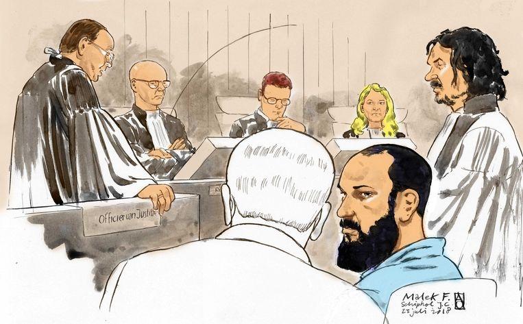 Malek F. (in blauw shirt) tijdens een van de zittingen in de rechtbank op Schiphol. Beeld Foto ANP