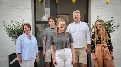 Floor krijgt bijzondere 18de verjaardag dankzij buren