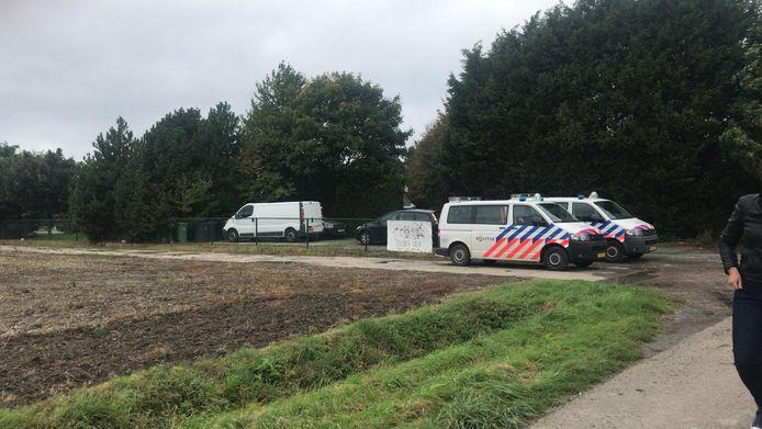 De politie heeft het terrein rond Iboga Farm afgezet.
