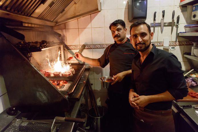 Eigenaars en broers Faisal en Iktisham 'Shami' Nawaz van restaurant Los Latinos in Roosendaal.