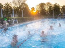 Dauwzwemmen trekt vroege vogels naar zwembad in Hasselt: 'Geinig toch?'