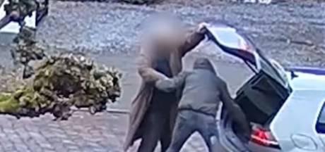 Dief ziet man (86) pinnen in centrum Nijmegen en berooft hem bij zijn auto van 10.000 euro