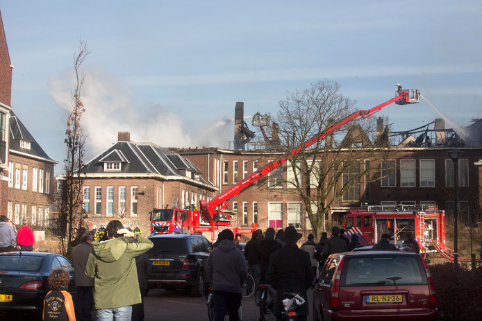 De brand die 1 januari 2014 in klooster aan de Groesbeekseweg, hoek Heyendaalseweg, woedde.