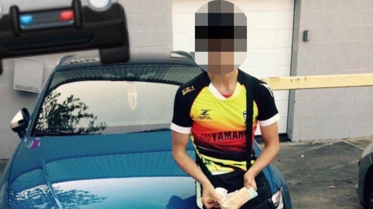 Dylan zette deze foto op Facebook: hij poseert met de gestolen Audi RS3 en houdt een stapel bankbiljetten vast.