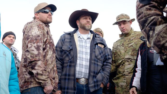 Ammon Bundy, midden, die de bezetting leidt.
