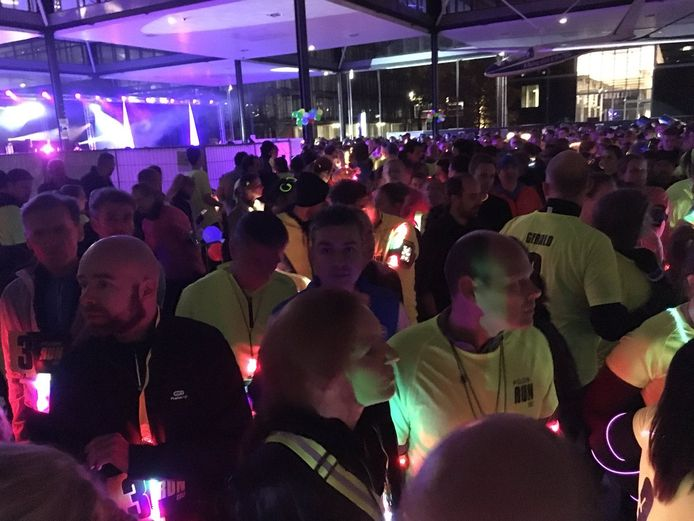 Duizenden deelnemers deden mee aan de derde Glowrun.