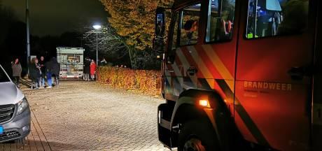 Brandweer rukt voor niets uit: camperbrand Lathum blijkt onschuldige vuurkorf te zijn