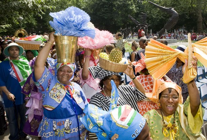 Keti Koti wordt sinds 2009 groots gevierd in het Oosterpark in Amsterdam