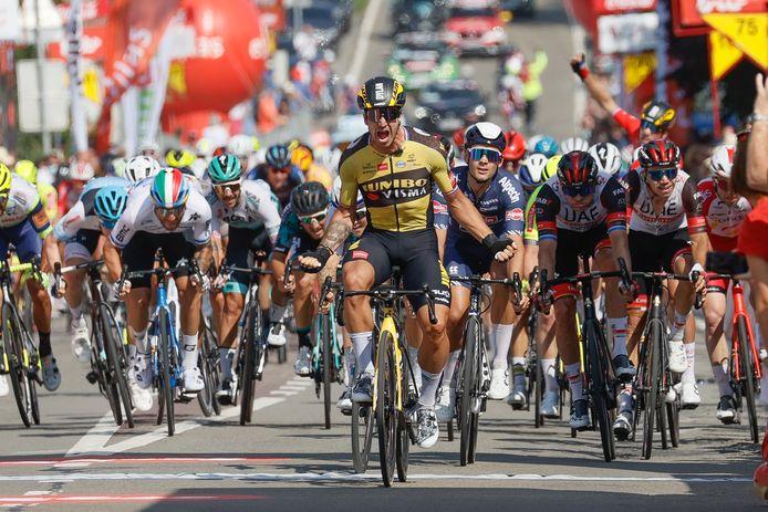 Dylan Groenewegen is de gevierde man in Héron. Middelburger Nick van der Lijke mengt zich ook in de sprint en wordt 20ste.