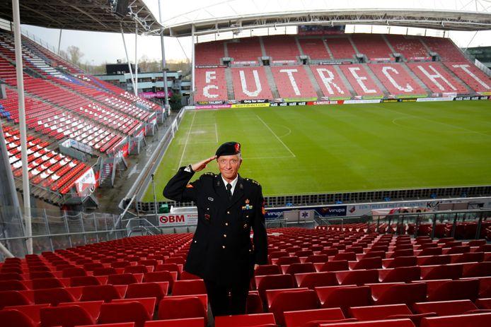 Siege Postuma, oud marinier en vice-voorzitter van de supportersvereniging FC Utrecht, gaat geld inzamelen voor de Mentelity Foundation.