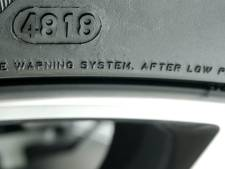 Kan ik aan een autoband zien hoe oud hij is?