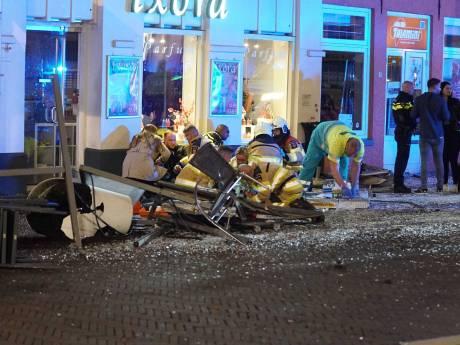 Ondernemer zag terrasdrama Deventer: 'Ze werden twintig meter lang mee op de motorkap meegesleurd'