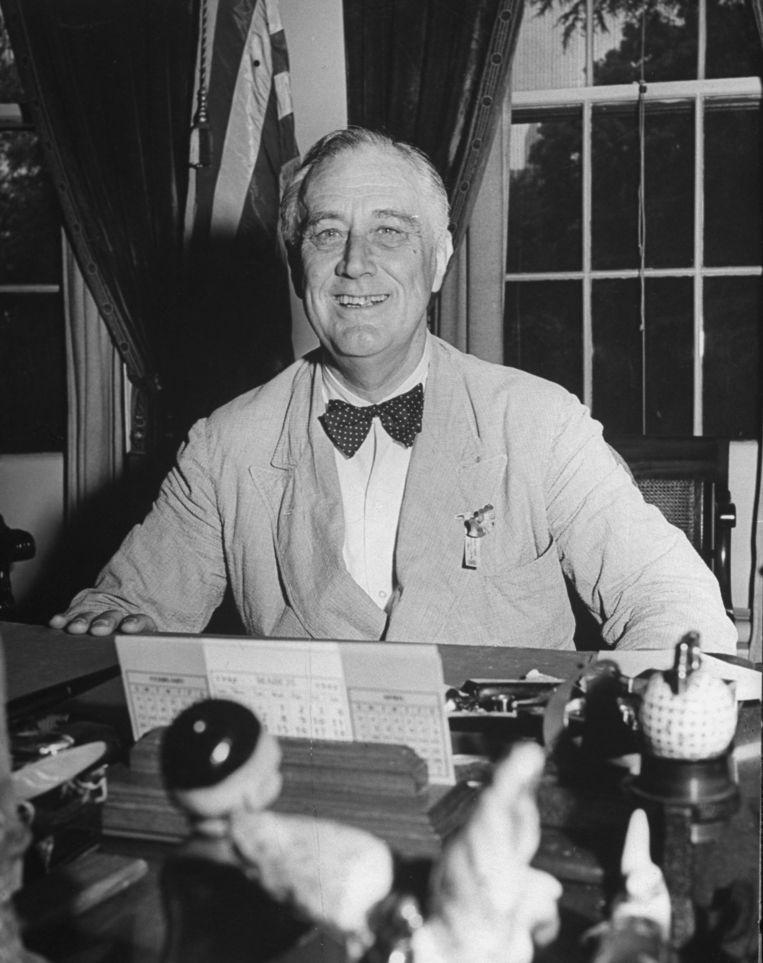 President Franklin Roosevelt aan zijn bureau in het Witte Huis. Beeld Getty Images