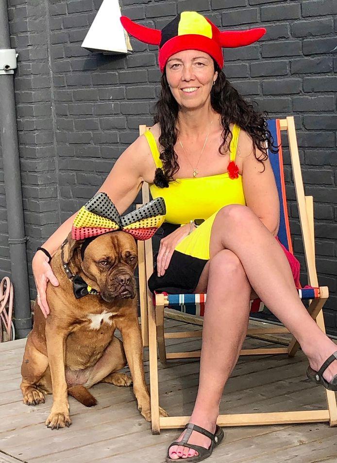 Cindy Heuten met haar hond Isa