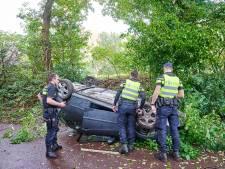 Auto belandt ondersteboven op fietspad, bestuurder zat onder invloed van drugs achter het stuur