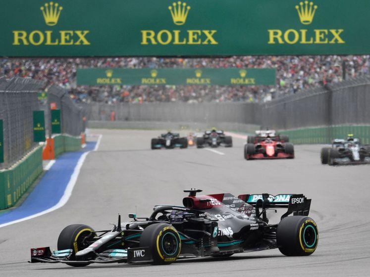 Slechte start Hamilton in Sotsji, Sainz pakt Norris
