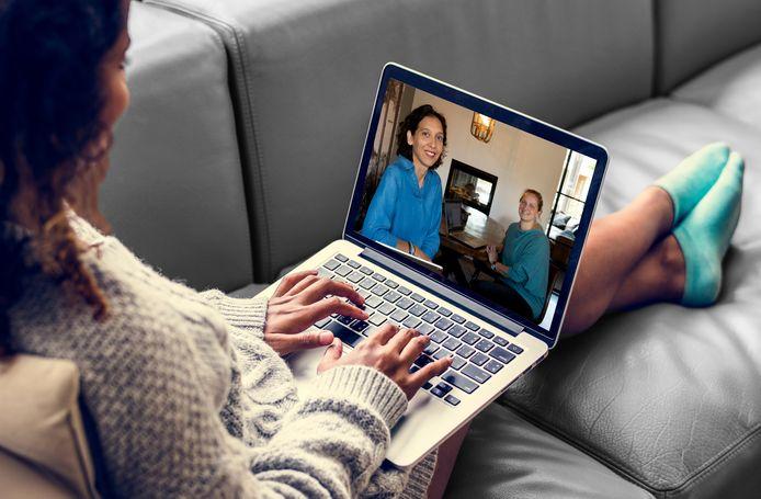 Huisartsen Lydia en Morna beginnen in Apeldoorn met een bijzondere huisartsenpraktijk, die veelal gebaseerd is op online zorg.