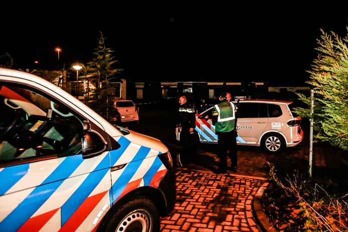 De politie sloot het kampje achter het gemeentehuis af om onderzoek te kunnen doen.