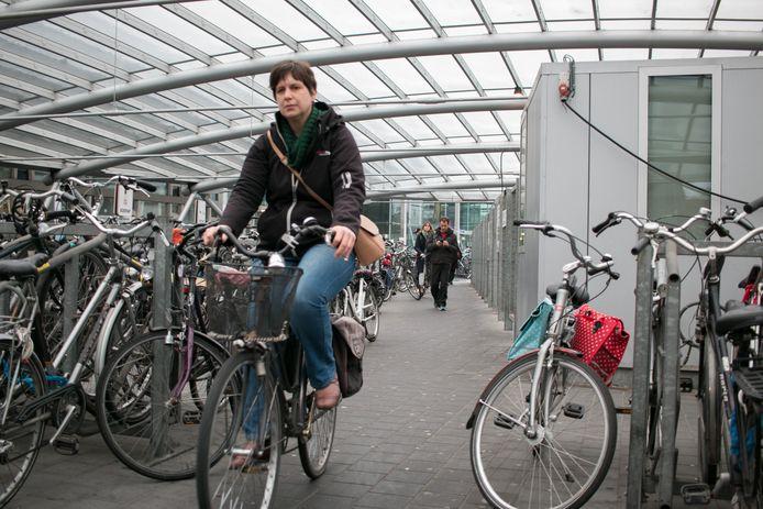 Elk jaar worden er gemiddeld driehonderd fietsen achtergelaten in Sint-Niklaas, maar slechts zelden komen ze uiteindelijk weer terug bij de eigenaar.