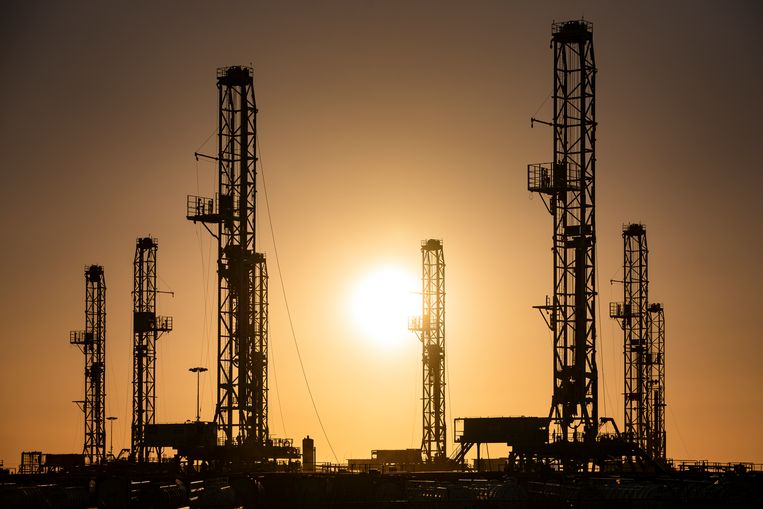 Olie-installaties in Odessa in het Permian Basin, een groot olieveld in het zuiden van de Verenigde Staten. Beeld Eli Hartman / AP