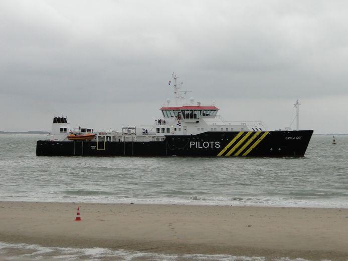 De loodskotter Pollux die zondagochtend 21 januari 2018, om 4.12 uur, in aanvaring kwam met de Panamese bulkcarrier Nord Taurus.
