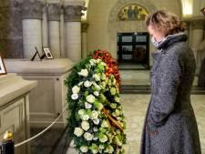 La princesse Delphine rend hommage aux défunts de la famille royale