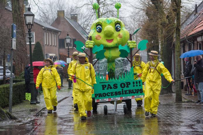 Het leed dat de processierups vorig jaar veroorzaakte, was nog niet vergeten in Oirschot.