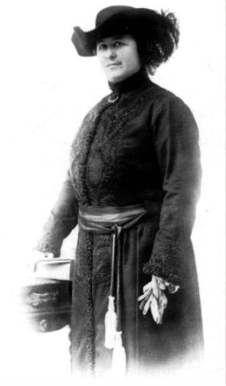 Léonie Keingiaert de Gheluvelt was in ons land de eerste vrouwelijke burgemeester.
