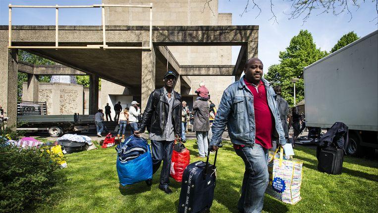 De vluchtelingen verplaatsten zich eerder van de Vluchtkerk naar de Vluchtflat Beeld anp