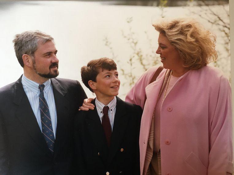 Een jonge Yves met vader Fernand en moeder Karine. Beeld RV