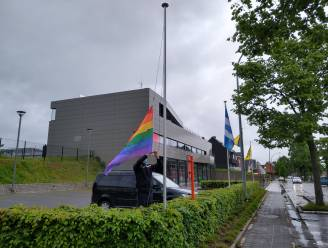 """Brandweer laat regenboogvlaggen wapperen aan kazernes: """"Diversiteit en inclusie zijn erg belangrijk"""""""
