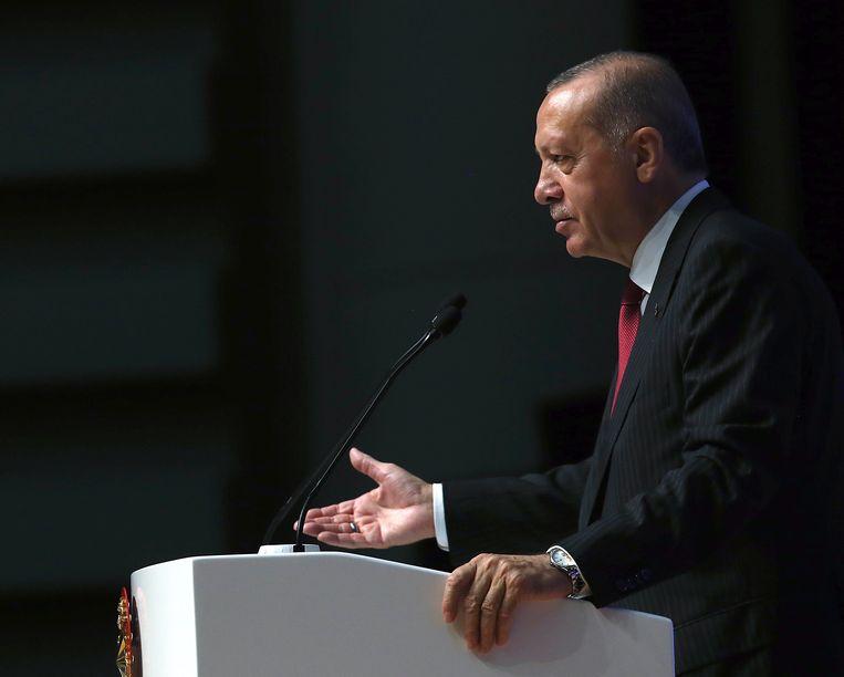 De Turkse president Tayyip Erdogan, vandaag in Ankara. Erdogan zegt dat Turkije Amerikaanse elektronica gaat boycotten.
