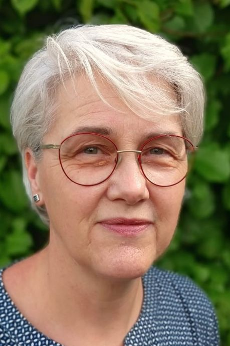 Mieke (62) uit Heerde krijgt eindelijk haar vaccinatieoproep, maar is toch in tranen: 'Zo lang gewacht en dan dit'