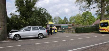 Volwassene en kind naar ziekenhuis na eenzijdig ongeval