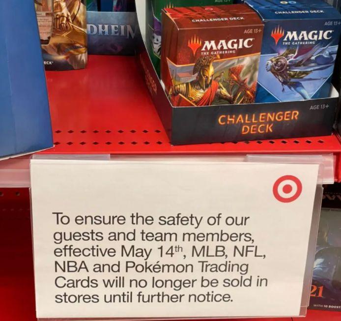 De Amerikaanse winkelgigant Target heeft bordjes geplaatst bij de schappen van Pokémonkaarten met de boodschap dat zij de verkoop voorlopig stoppen.