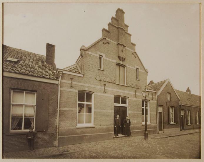 Het Volks Badhuis aan de West-Peterstraat in 1911.