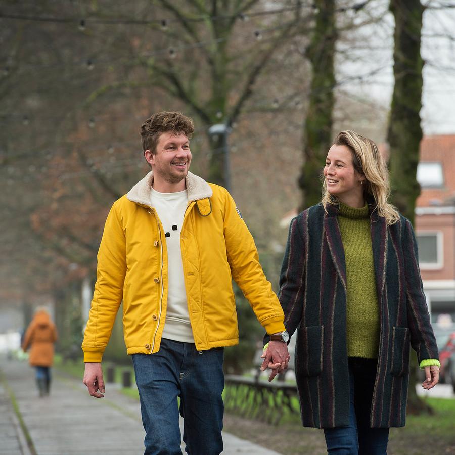 Een jaar nadat hun kindje Sieb dood werd geboren lacht het leven Carlijn en Thibaud weer toe.  Het verlies inspireerde hen om te doen wat ze echt willen: mensen blij maken.